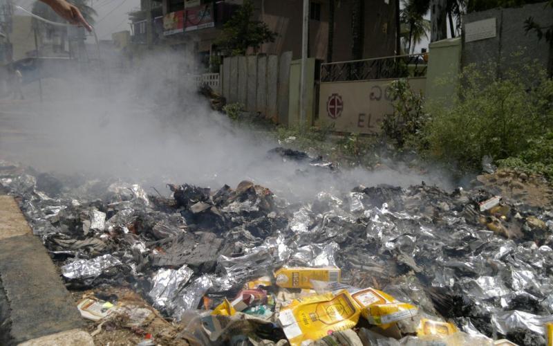 Roadside refuse burning (2013, Bangalore, India)