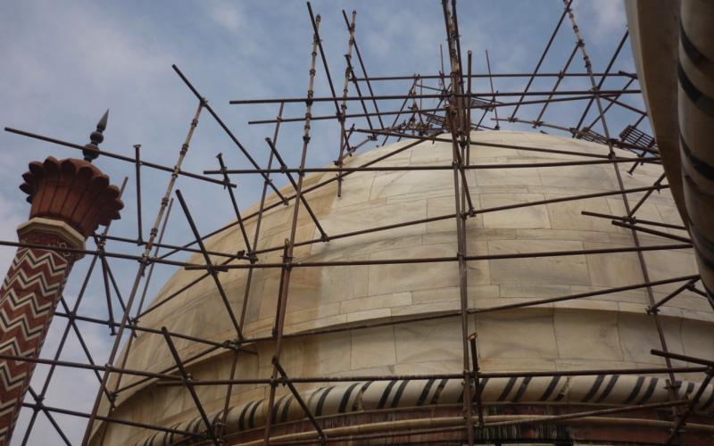 Discoloration of the Taj Mahal